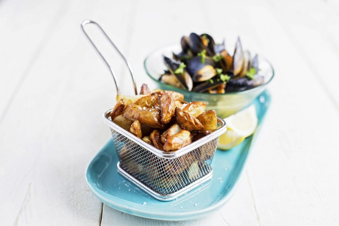 Mussels and Cornish New potato wedges