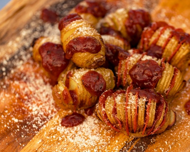 Hasselback potatoes with pepperoni