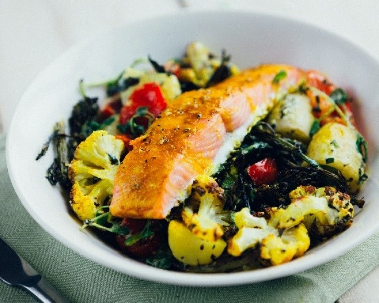 Salmon rainbow salad bowl